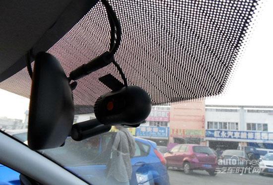 各种碰瓷层出不穷 行车记录仪避嫌必备