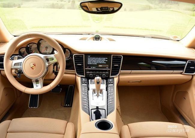 2014款panamera的内饰很好地延续了老款车型的设计,车内高清图片