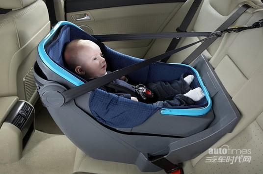 幼儿乘车怎保安全 专用座椅最好面朝后面