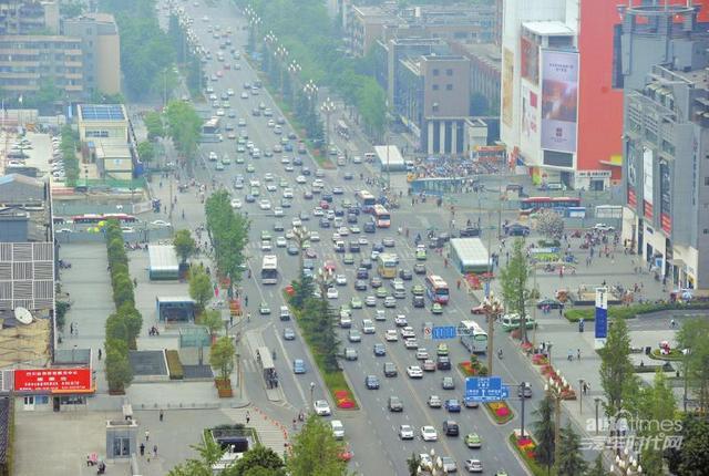 成都人民南路跳伞塔路口 高清图片