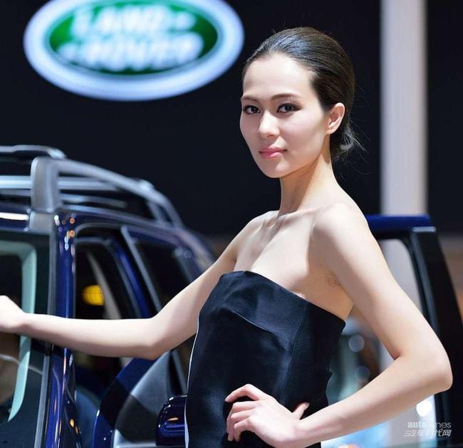 2014重庆国际车展冷艳美女车模