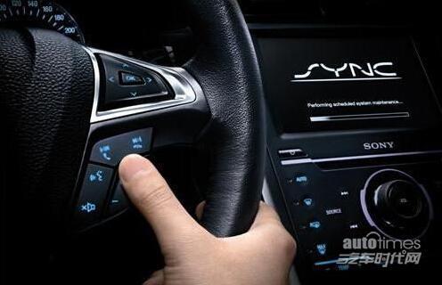 蒙迪欧-致胜率先配备了超越同级的液晶信息仪表盘