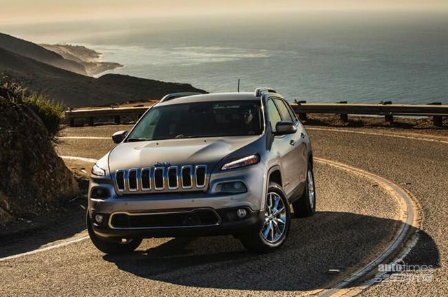 2015款jeep自由光新增发动机启停技术满油可行驶800