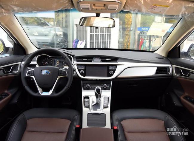 """【编者按】今晚(9月20日),吉利帝豪GL将在杭州正式上市。此前官方公布的新车预售价区间为8-12万元,新车将推出搭载1.3T和1.8L两款发动机的车型供消费者选择。    外观方面,帝豪GL虽然与帝豪GS关系亲近,但新车造型并没有照搬后者的设计,拥有着独有的造型与气质。前脸部分,新车采用了盾牌状前进气格栅,内部采用了家族式回纹涟漪状中网。新车的前大灯造型规矩,内部采用了带有透镜的灯组,与前格栅共同组成盾形造型。同时,新车前保险杠也采用了新的造型,并增加了""""C""""型饰条及LED日"""
